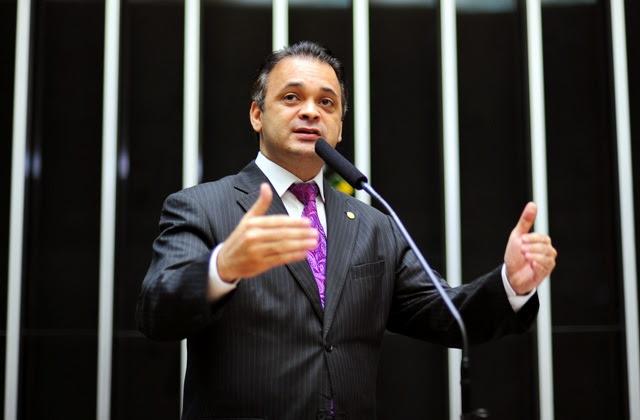 Deputado federal Roberto de Lucena