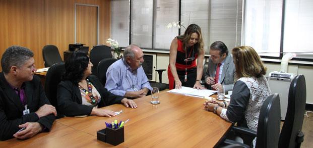 Roberto de Lucena conduziu reunião com prefeito de Ilha Solteira