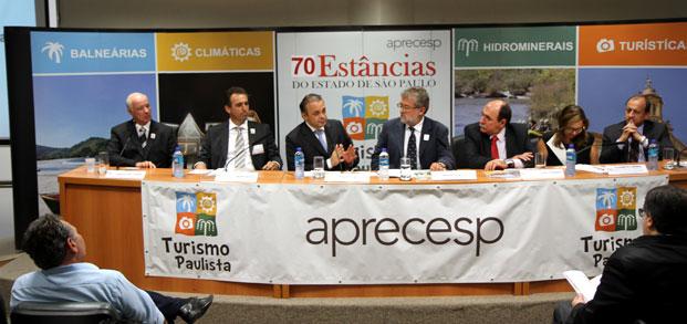 Secretário Roberto de Lucena prestigia a posse do presidente da Aprecesp, André Pozzolo, que também é prefeito de Socorro