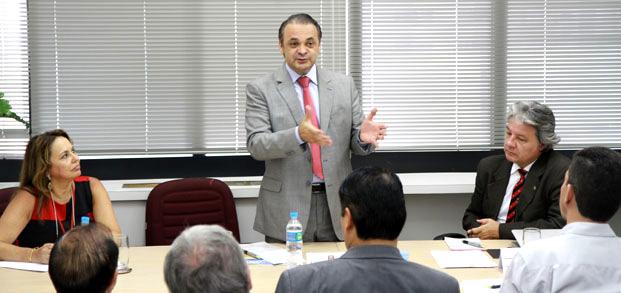 Secretário Roberto de Lucena em seu primeiro pronunciamento no Conselho Estadual de Turismo