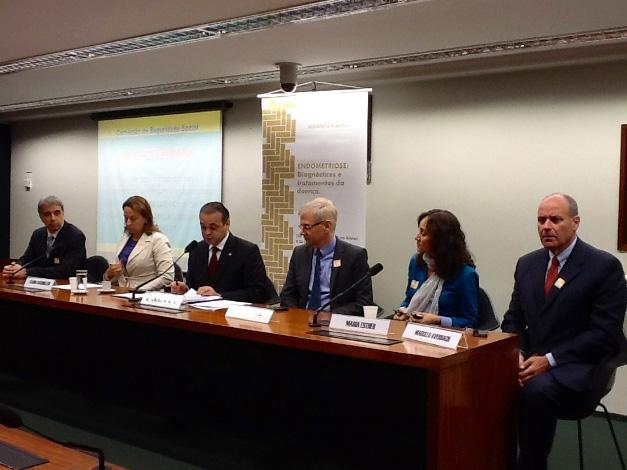 Roberto de Lucena reuniu especialistas no Congresso, em audiência pública, para discutir o problema da endometriose