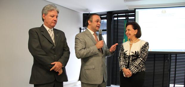 Santiago, secretário Lucena e Linamara. /Foto: Leonardo Costa