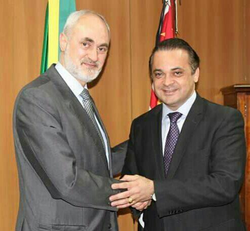 o sheikh Jihad Hassan Hammadeh e Roberto de Lucena