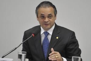O deputado federal licenciado Roberto de Lucena é o autor do projeto