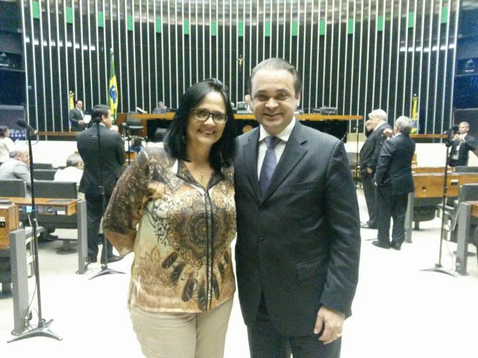 Roberto de Lucena e Dra Damares na Câmara dos Deputados no dia da votação do projeto que defende as crianças indígenas, em 26/08